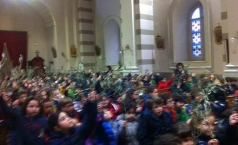 Come da tradizione, i piccoli studenti della Scuola Primaria si sono raccolti nella chiesa dell'Istituto per la benedizione dei ramoscelli d'ulivo.