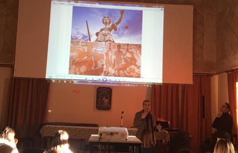 Paolo Marzano spiega ai nostri ragazzi le allegorie che si celano dietro alle figure del mosaico della Cattedrale di Otranto!
