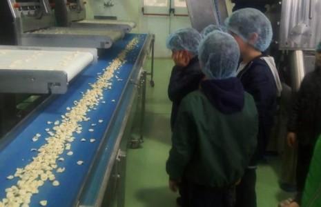 … Piccole mani in pasta…Classi 2 A/B Scuola Primaria…A conclusione del laboratorio e del CLIL sull'educazione alimentare, visita al pastificio Abatianni per conoscere da vicino il processo di lavorazione dell'alimento […]