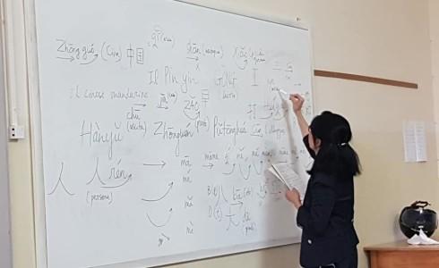 Mercoledì 7 ottobre si è svolta la prima lezione di lingua cinese. Abbiamo imparato a contare da 1 a 10 e non solo! A mercoledì prossimo!